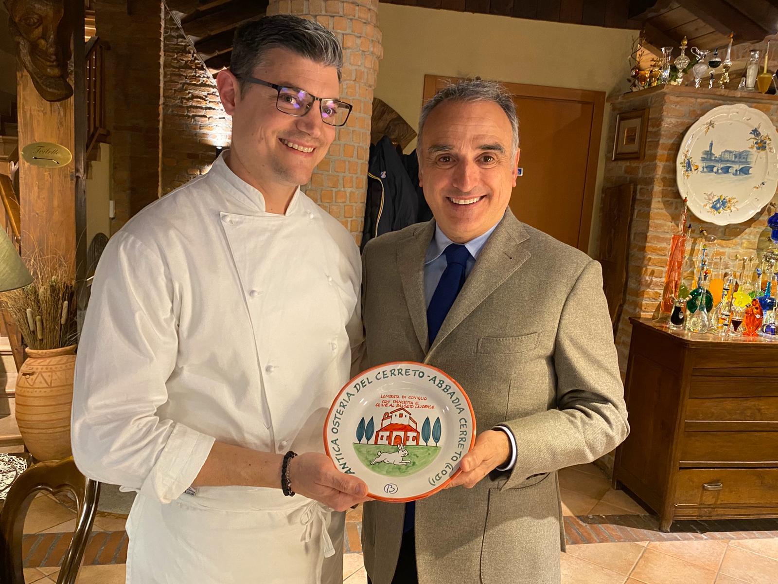 Il Prefetto di Lodi Dott. Marcello Cardona con il patron dell'Antica Osteria del Cerreto Strefano Scolari